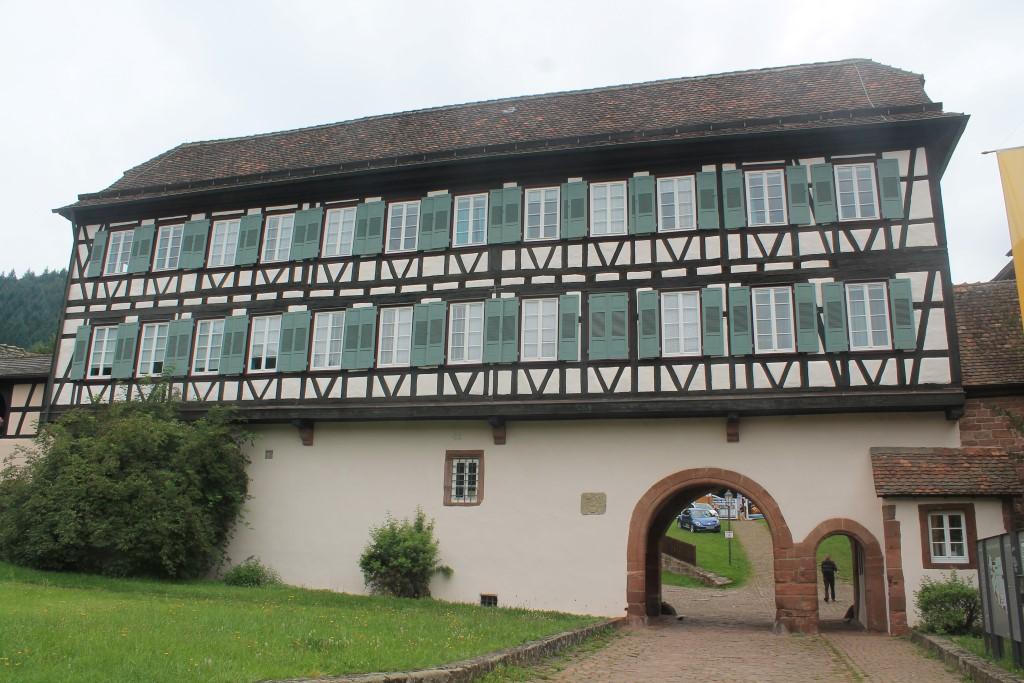 Eingang zur Klosterruine Hirsau.