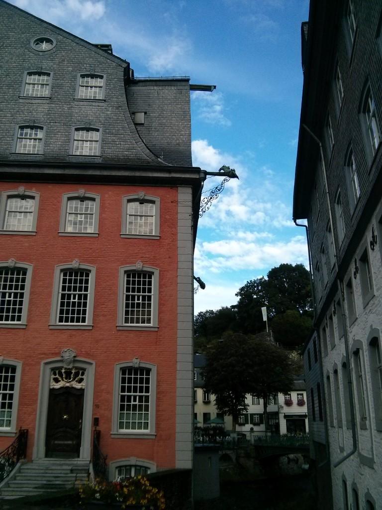 Das Rote Haus und die Rur.
