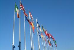 Die Flaggen der 15 EU-Länder anno 2001 vor dem EU-Parlament in Straßburg.