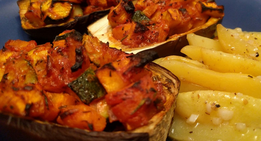 Gefüllte Auberginen mit zitronierten Knoblauchkartoffeln