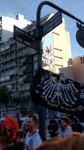 """Die Toten Hosen in Buenos Aires: vor der Konzerthalle """"Estadio Obras Sanitarias"""""""