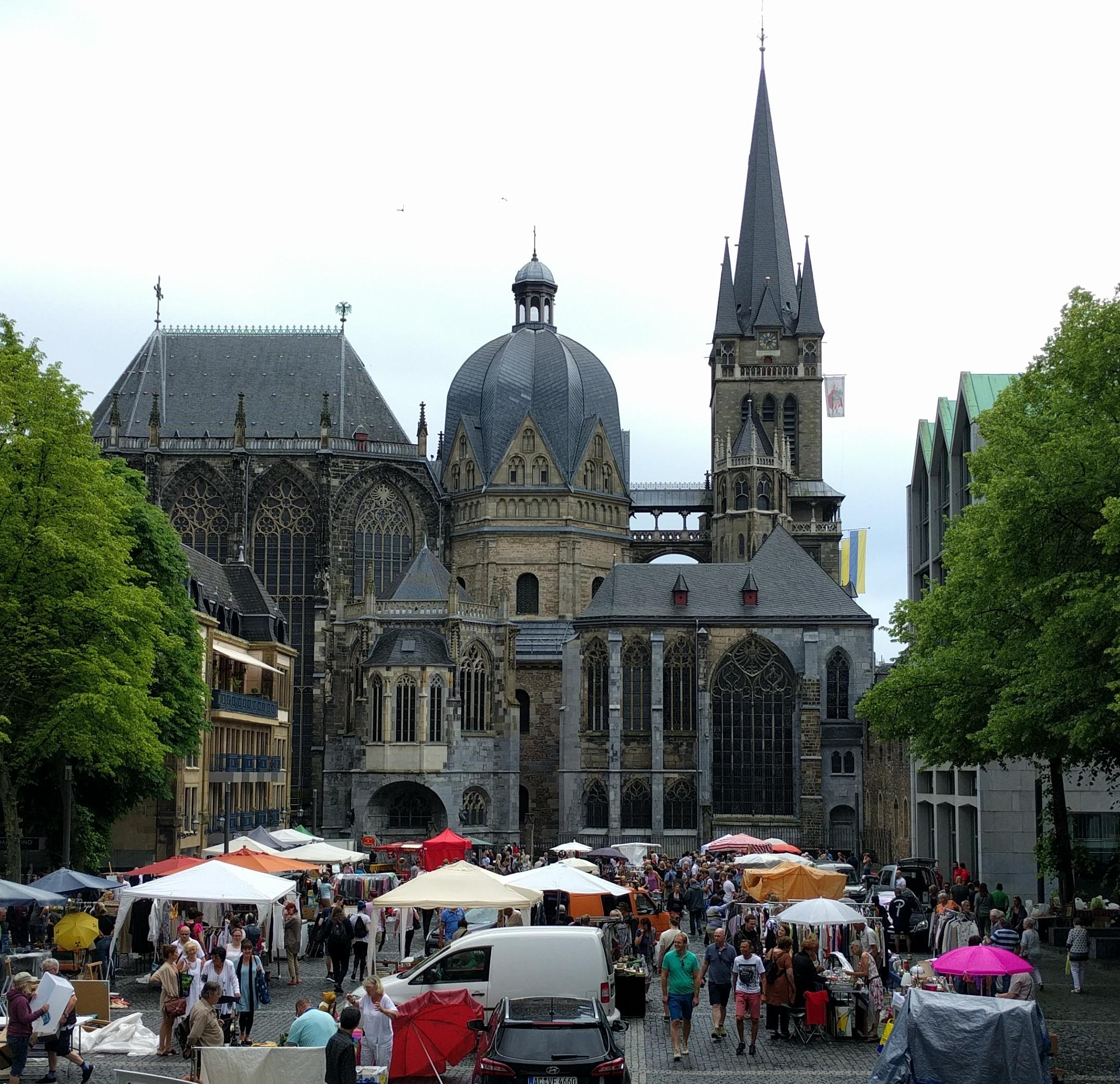 Altstad-Flohmarkt auf dem Aachener Katschof
