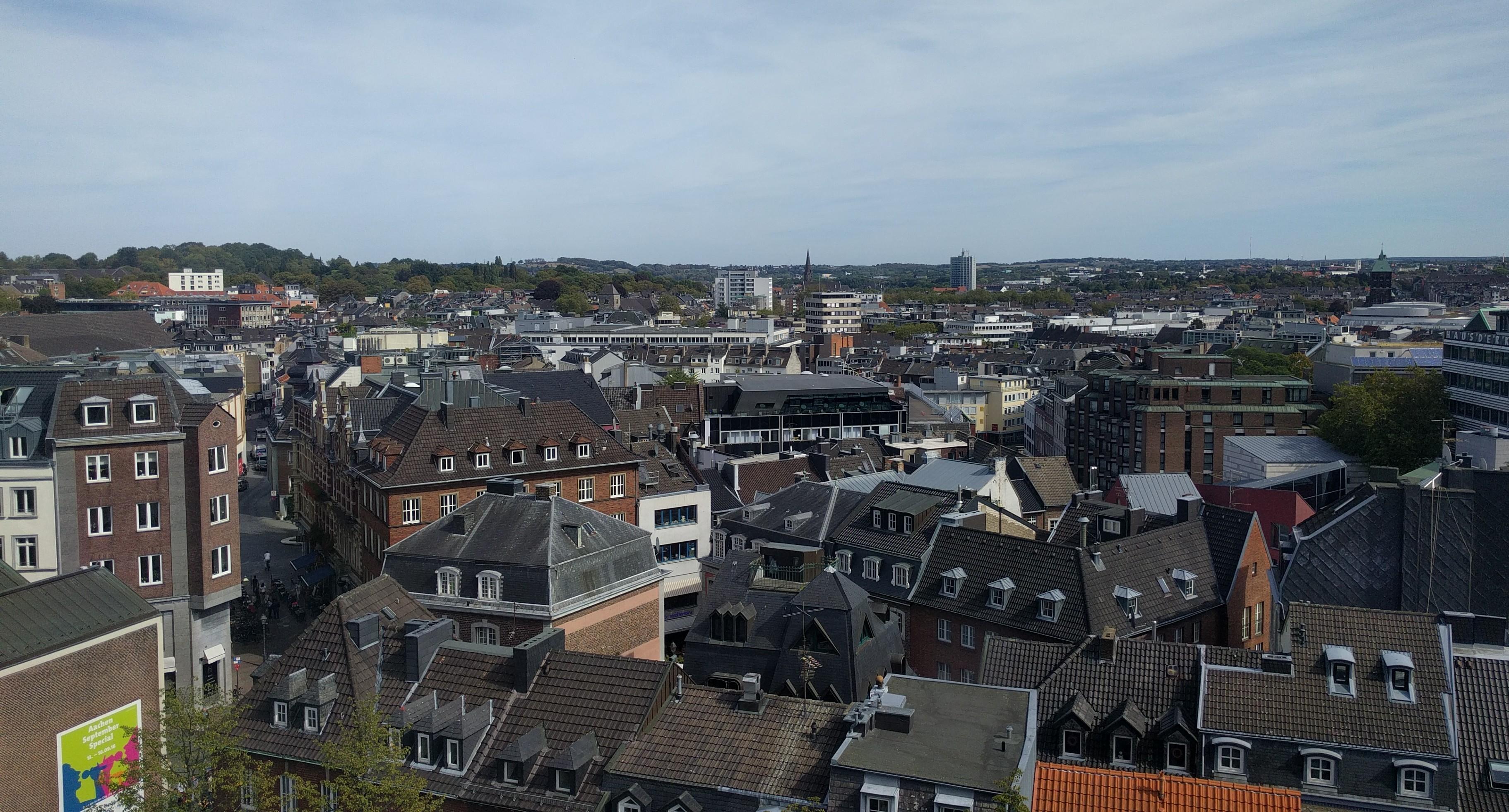Ausblick aus dem Riesenrad vom Aachener Katschhof Richtung Osten.
