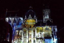 40 Jahre UNESCO Weltkulturerbe: Der Aachener Dom leuchtet.