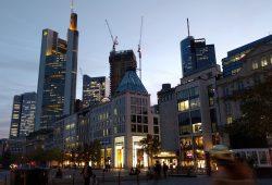 Blick vom Goetheplatz auf die Skyline von Frankfurt/M.