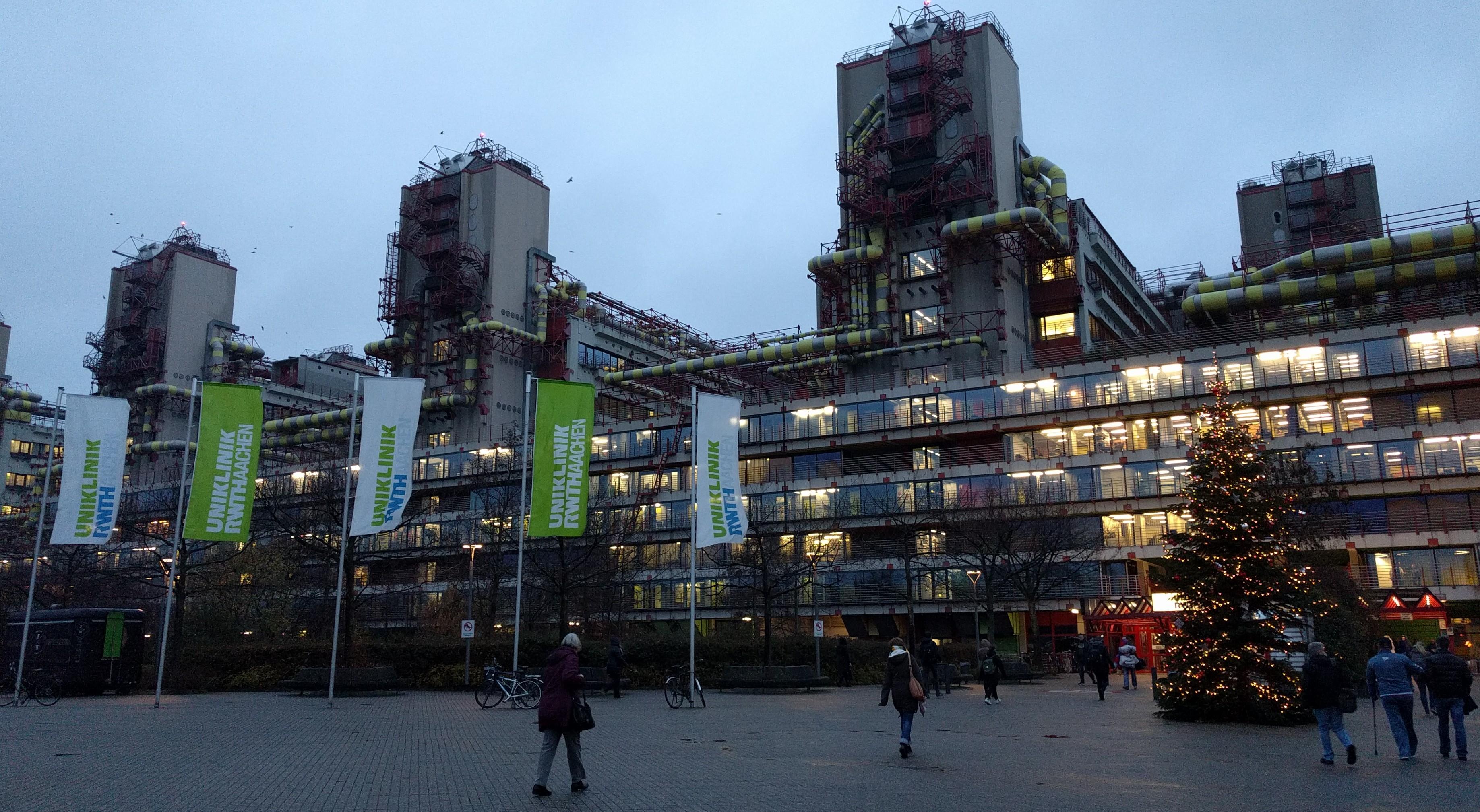Adventsstimmung vor der RWTH-Uniklinik in Aachen