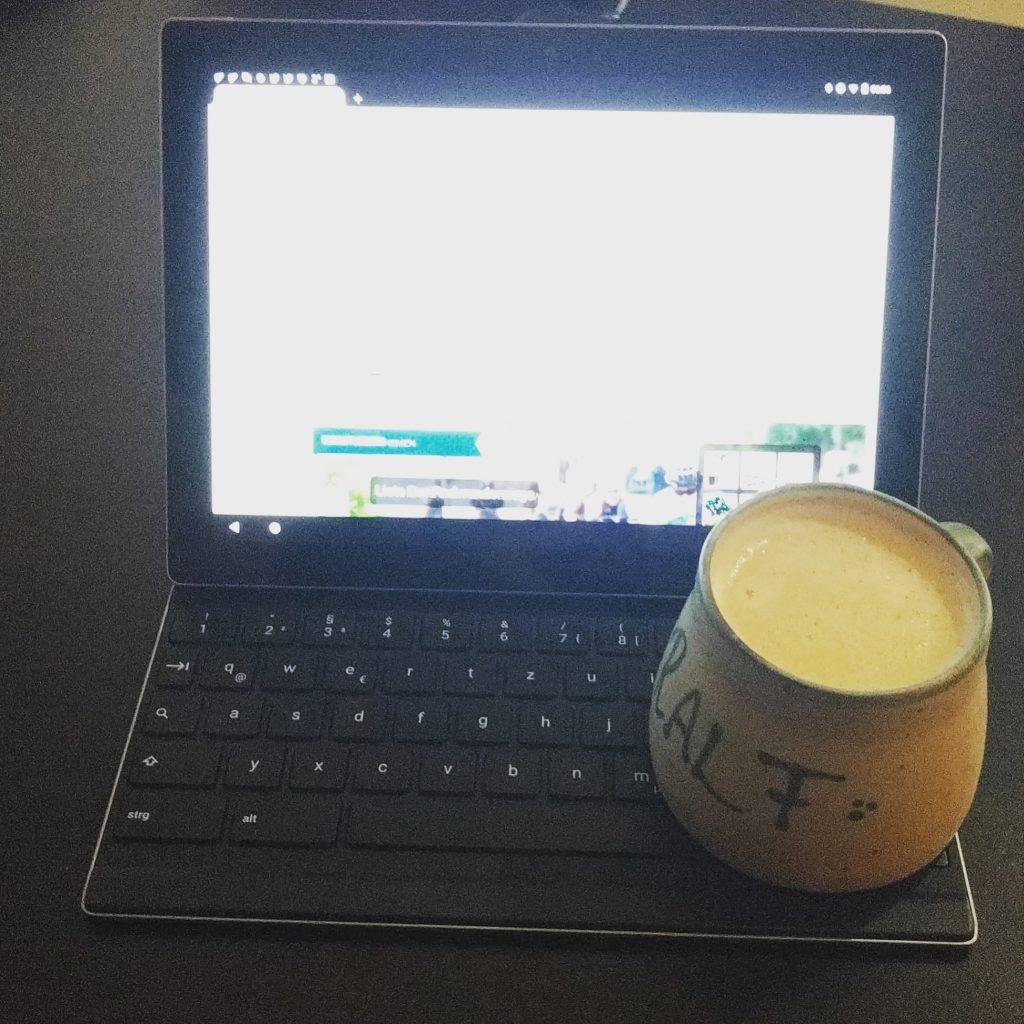 Guten Morgen! Erstmal ☕ Kaffee und das Tablet starten.