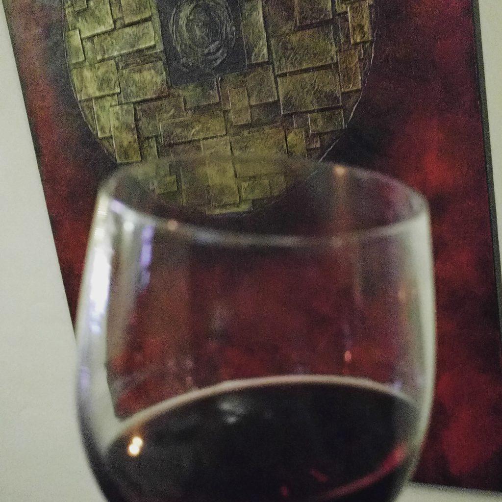 Rotwein und Kunst.