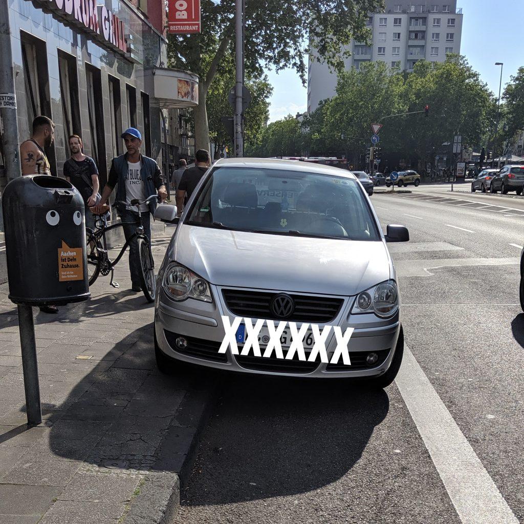 PKW auf Radschutzstreifen