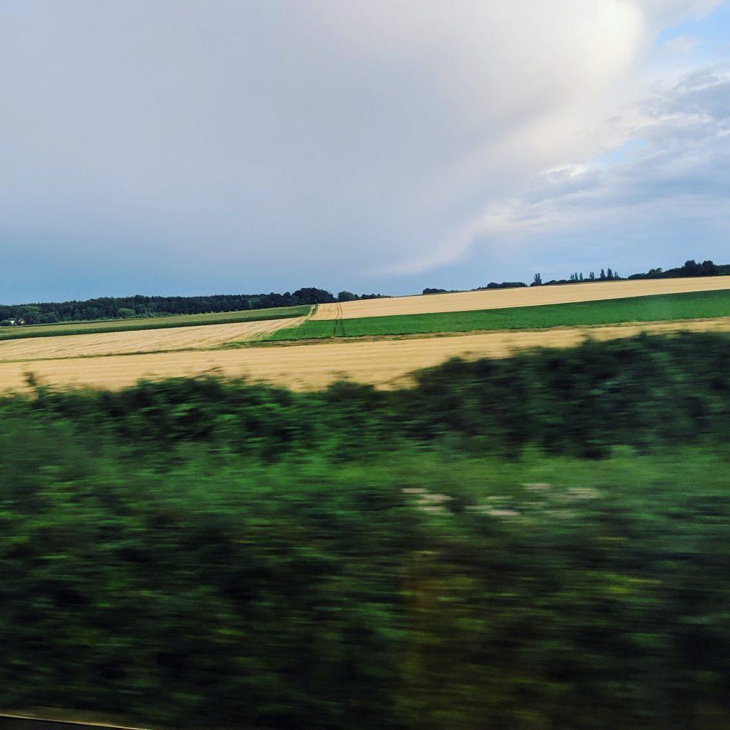 Instagram im August 2019 (12): Kurz vor Aachen im ICE 10: Das Gewitter wird an der Kaiserstadt vorbeiziehen.